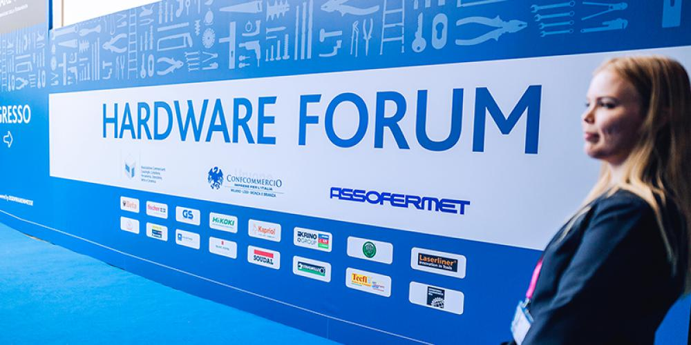 HARDWARE FORUM RAISES ITS CURTAINS